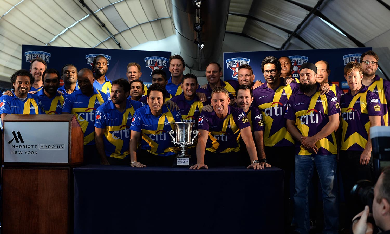 """Retired Indian cricketer Sachin Tendulkar (C-L) and Australian Shane Warne (C-R) and their their teammates pose with the trophy during a press conference in New York on November 5, 2015. Tendulkar and Warne will lead a lineup of renowned cricket players from around the world in the inaugural """"Cricket All-Stars,"""" a three-game series to be played in Major League Baseball stadiums in New York , Houston and Los Angeles, to promote cricket the US. AFP PHOTO/JEWEL SAMAD"""
