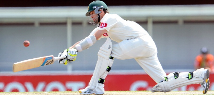 Aussies cash in off review howler to take innings lead