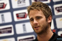Williamson shrugs off suspected broken finger