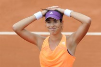 Muguruza makes fast start, eyes Serena scalp