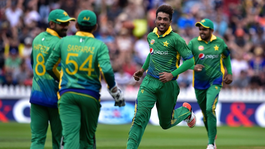 Bowler Mohammad Amir (C) of Pakistan celebrates Corey Anderson of New Zealand being caught during the first one-day international between New Zealand and Pakistan at the Basin Reserve in Wellington on January 25, 2016. AFP PHOTO / MARTY MELVILLE / AFP / Marty Melville (Photo credit should read MARTY MELVILLE/AFP/Getty Images)