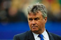 Hiddink accepts drop 'realistic' for Chelsea