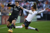 Neville's Valencia fight back to deny 10-man Madrid