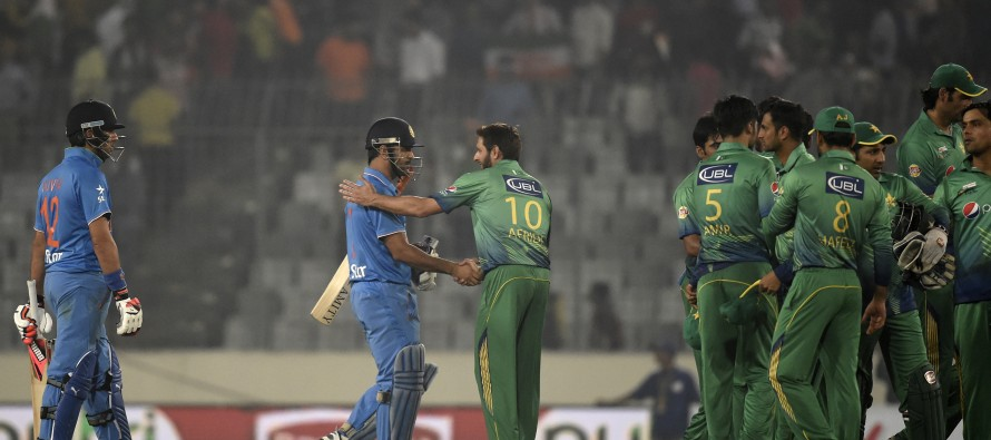 India survive Amir's spell to trounce Pakistan