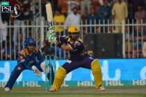 Karachi's sloppy batting guides Quetta into PSL play-offs