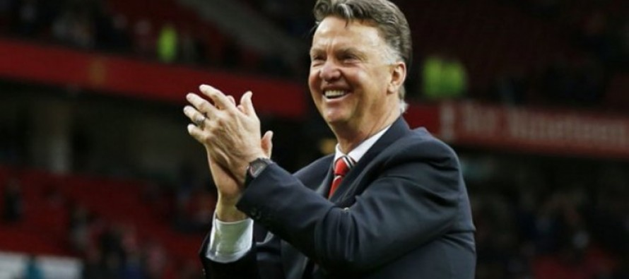 Van Gaal delights fans with touchline tumble
