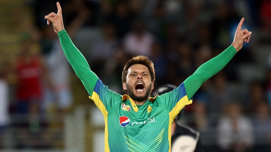 Shahid Afridi of Pakistan celebrates the wicket of New Zealand's Luke Ronchi during the second 20/20 cricket match between New Zealand and Pakistan at Eden Park in Auckland on January 15, 2016. AFP PHOTO / MICHAEL BRADLEY / AFP / MICHAEL BRADLEY (Photo credit should read MICHAEL BRADLEY/AFP/Getty Images)
