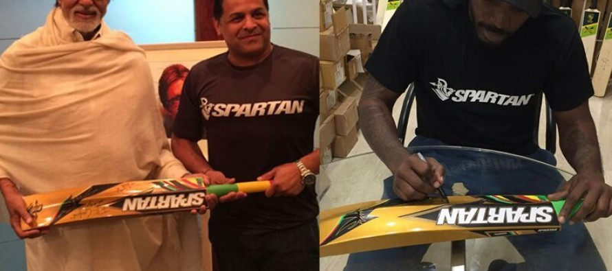 Gayle gifts his bat to Amitabh Bachchan
