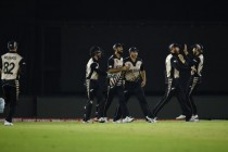 New Zealand thumps Pakistan to enter semis
