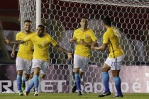 Alves rescues Brazil in Paraguay thriller