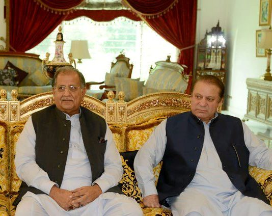 14802_Mian_Riaz_Hussain_Peerzada_with_PM