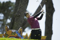 Nomura braves wind to take Swinging Skirts title