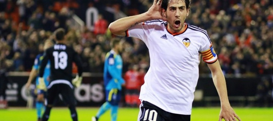 Valencia beat Sevilla to ease relegation fears