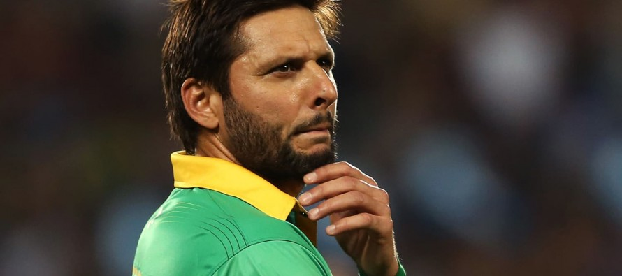 Shahid Afridi takes off the captaincy band