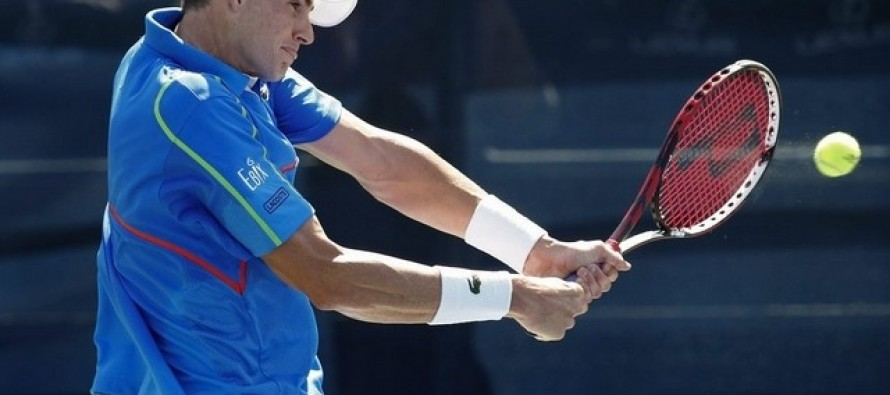 Top seed Isner books semi-final with defending champ Sock