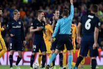 Barca protected, fumes Torres after red card