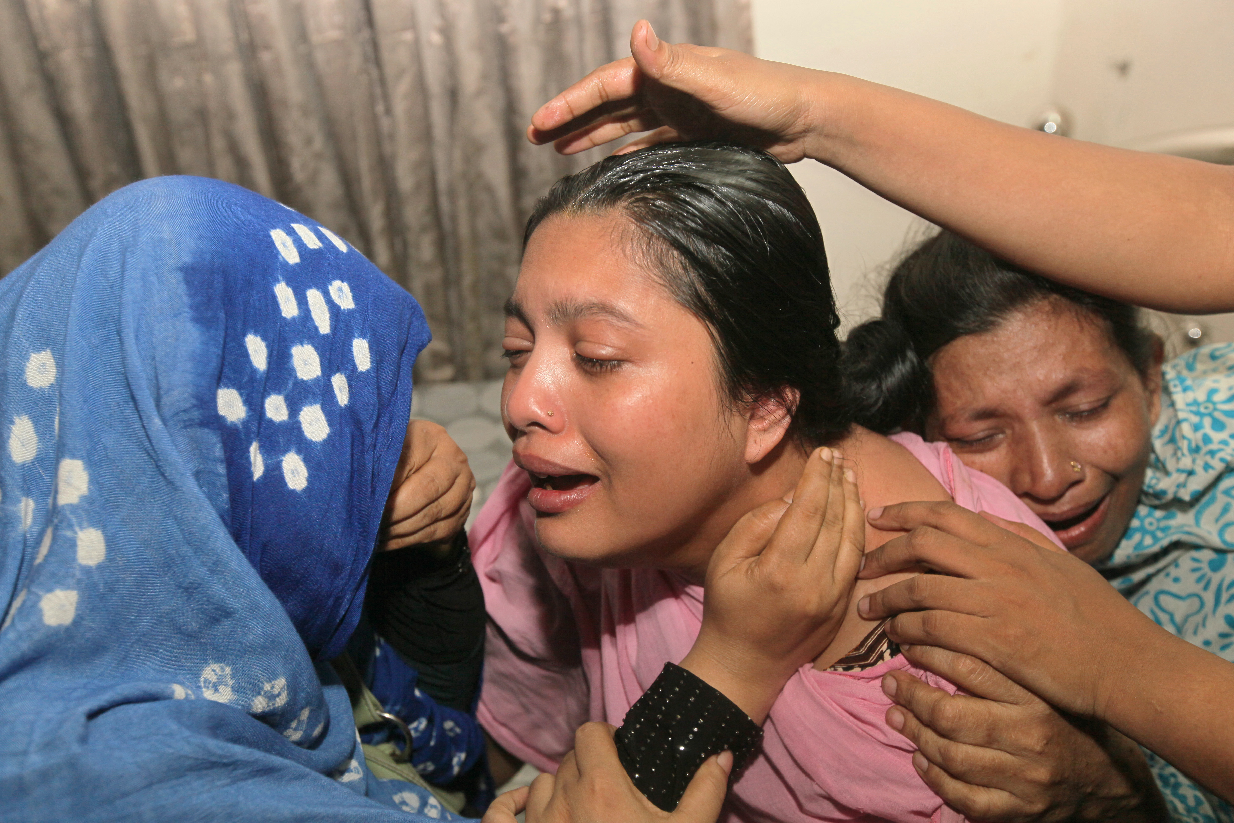 Bangladeshi relatives of teenage cricketer Babul Shikdar, 16, who died after allegedly being beaten by a batsman during a friendly cricket match, react at their home in Dhaka on May 11, 2016. A teenage cricketer in Bangladesh was allegedly killed by a stump-wielding batsman after he taunted the umpire over a no-ball delivery, police said May 12. Sixteen-year-old Babul Shikdar was wicketkeeping during a neighbourhood match with friends in the capital Dhaka on Wednesday when the batsman was given out, local police chief Bhuiyan Mahboob Hasan said. / AFP PHOTO / STR