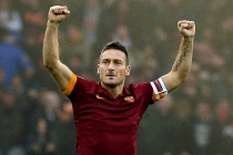 Totti plays 600th league game as Roma go second
