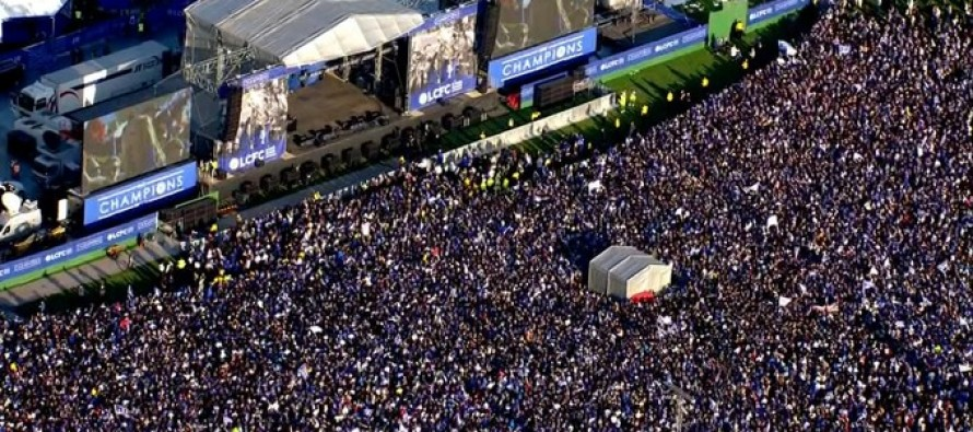 Thousands turn out as Leicester parade trophy