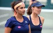 Charleston, 11. April 2015 - Tennis, Family Circle Cup 2015, Martina Hingis (R, SUI) und Sania Mirza (IND) - Foto: Leslie Billman/Tennisclix (EQ Images) SWITZERLAND ONLY