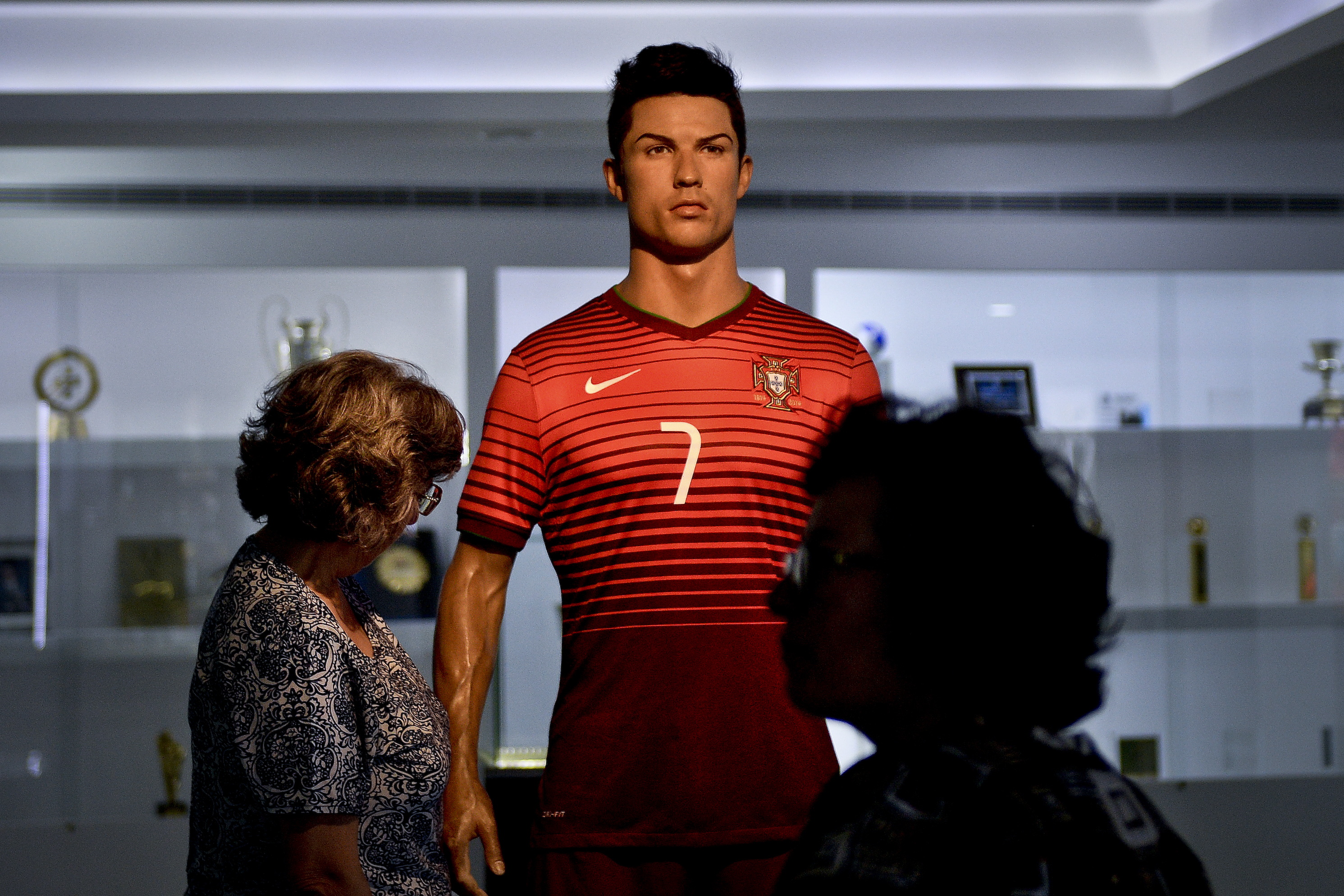 (FILES) People pass by a wax figure of Cristiano Ronaldo at CR7 Museum in Funchal, Madeira island on April 29, 2016. The Museum of Cristiano Ronaldo, which is a collection of countless awards from the football star, moved on June 6, 2016 in a space three times larger, situated on the seafront of Funchal, capital of his native island of Madeira. / AFP PHOTO / PATRICIA DE MELO MOREIRA / RESTRICTED TO EDITORIAL USE - NO ARCHIVES