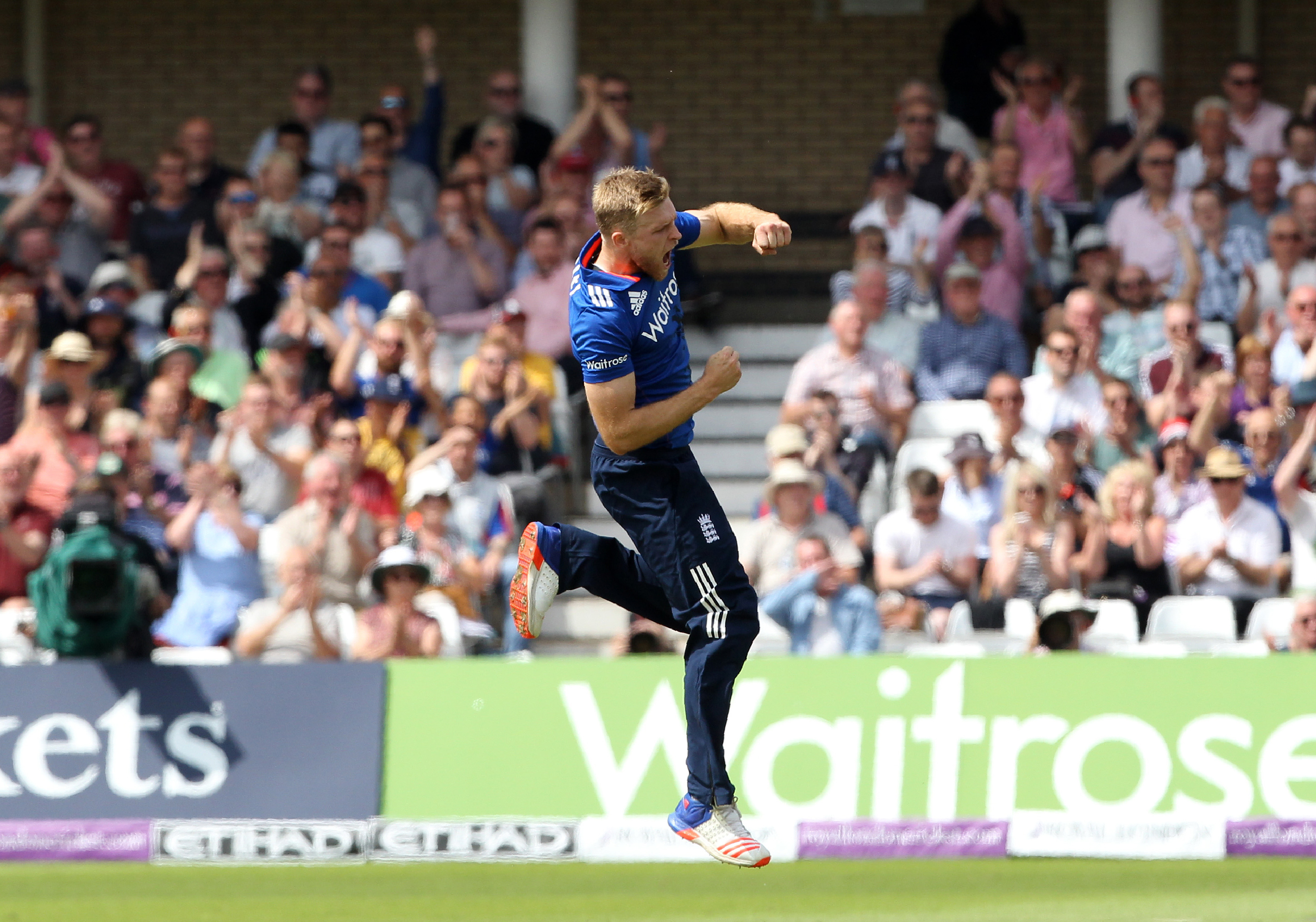 England's David Willey celebrates taking the wicket of Sri Lanka's Kusal Perera (not pictured) during play in the first one day international (ODI) cricket match between England and Sri Lanka at Trent Bridge cricket ground in Nottingham, central England, on June 21, 2016. England captain Eoin Morgan won the toss and elected to field against Sri Lanka in the first one-day international at Trent Bridge on Tuesday. / AFP PHOTO / Lindsey PARNABY