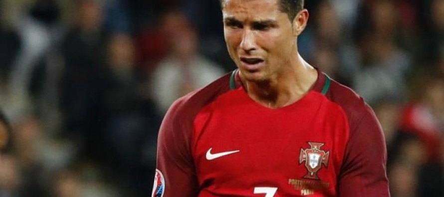 Frustrated Ronaldo snatches reporter's mic and throws it in lake