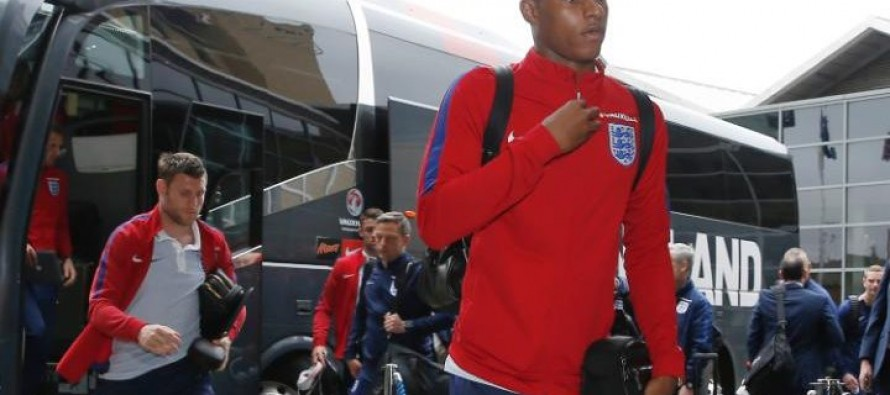 England arrive at Euro 2016 hotel