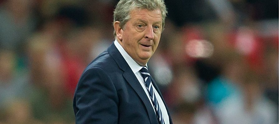 Hodgson deserves new contract, says Rooney