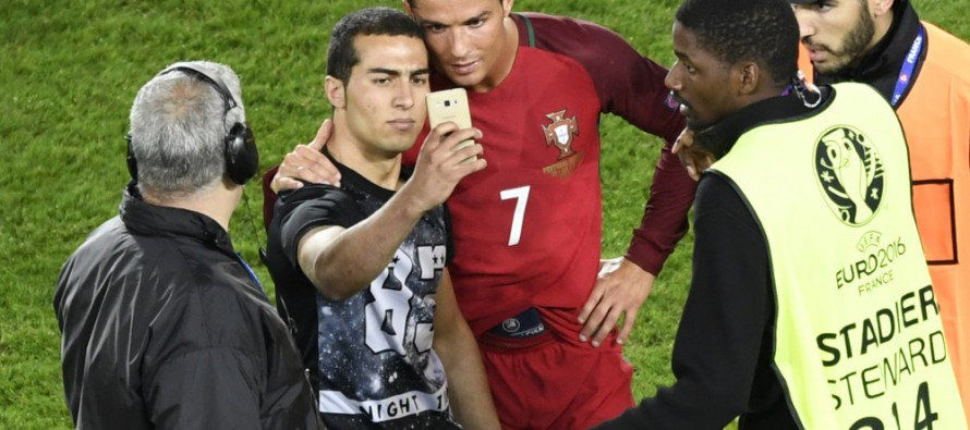 Frustrated Ronaldo makes his fan happy