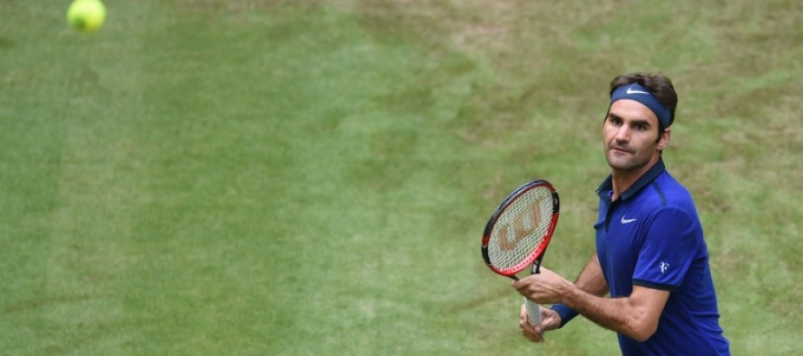 Federer breezes through in Wimbledon warm-up