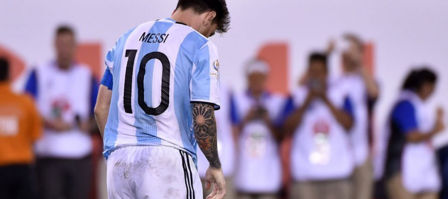 It is the worst I have ever seen Messi in the dressing rooms after a game, says Aguero
