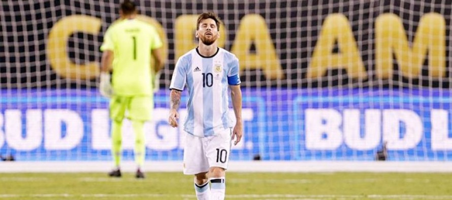 Messi 'God's gift' to Argentina – president