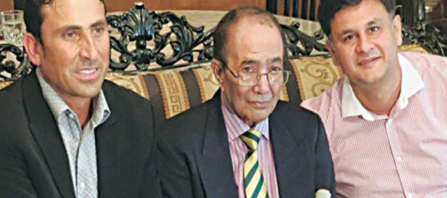 PM Nawaz Sharif announces financial support for Hanif Mohammad's treatment
