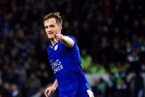 Leicester's King signs new contract