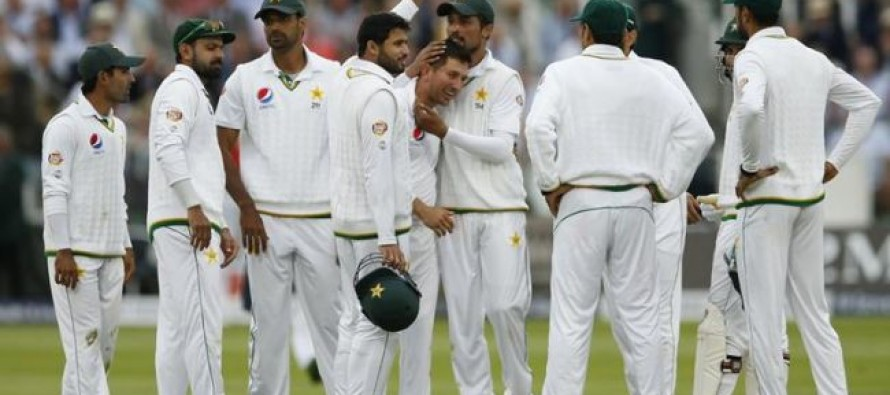 Pakistan roars in Lord's after 20 years