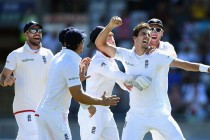 Pakistan's horrendous batting collapse gives England another win
