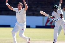 Late double strike keeps New Zealand on course