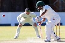 Zimbabwe dig in after Kiwis post huge total
