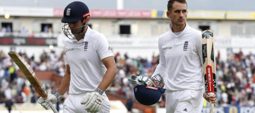 Cook and Hales defy Pakistan in third Test