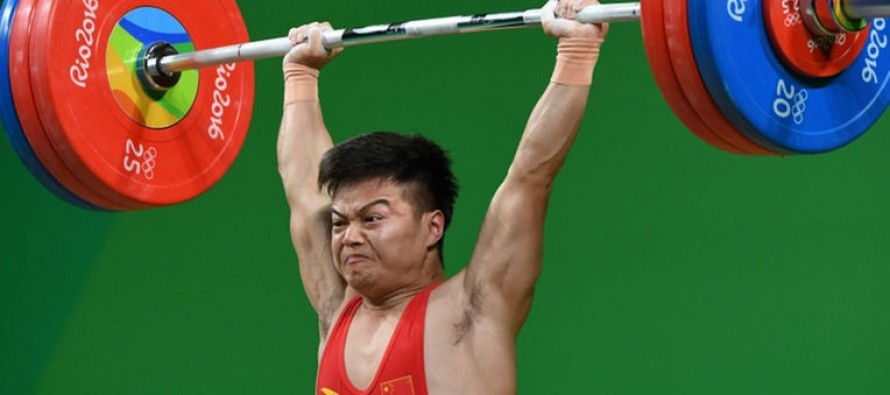 Chinese lifter smashes 16-year-old world record