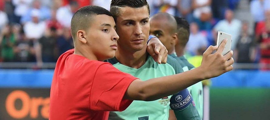 Ronaldo launches 'CR7 Selfie' app for a noble cause