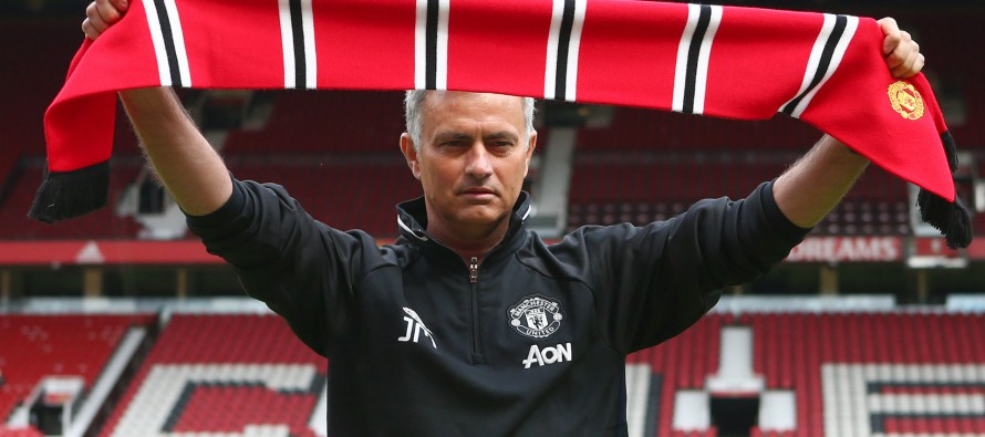 Mourinho claims United are title contenders