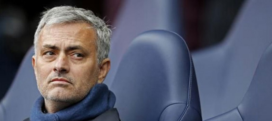 Penitent Mourinho humbled by Man Utd support