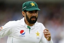 Misbah decides to bat first after winning toss in Abu Dhabi Test