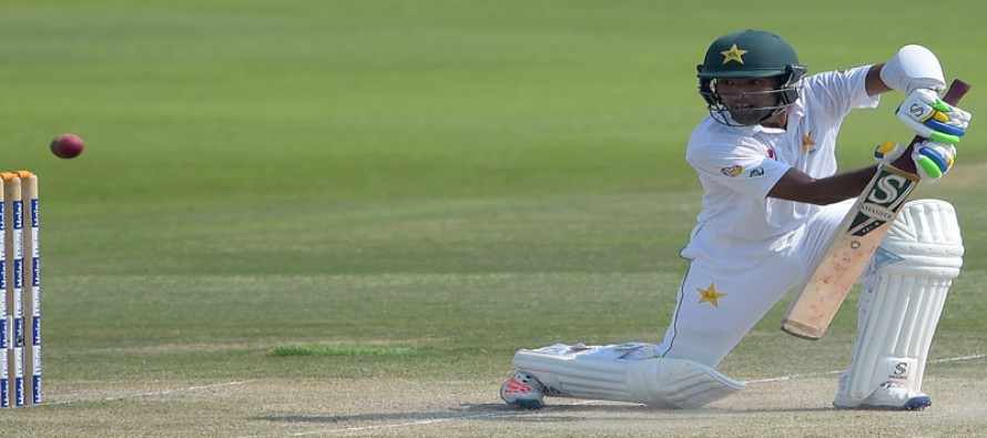 Pakistan 227-2 at lunch, lead by 455