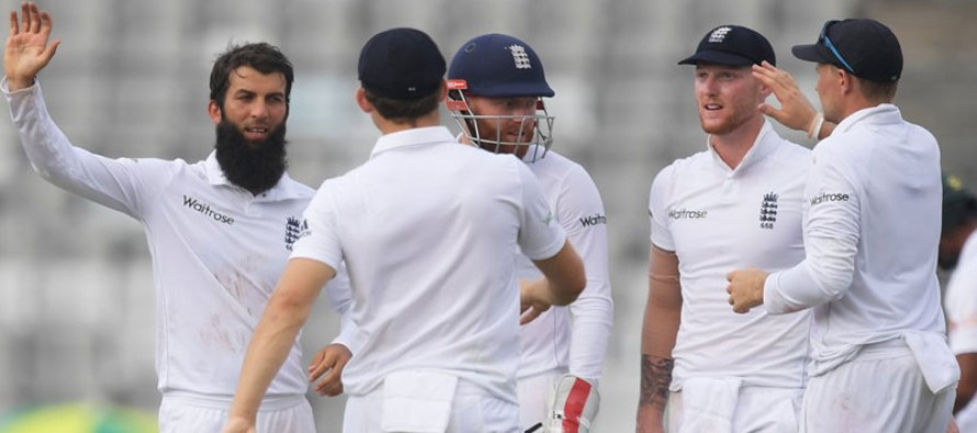 Bangladesh make 220 as Moeen sparks collapse
