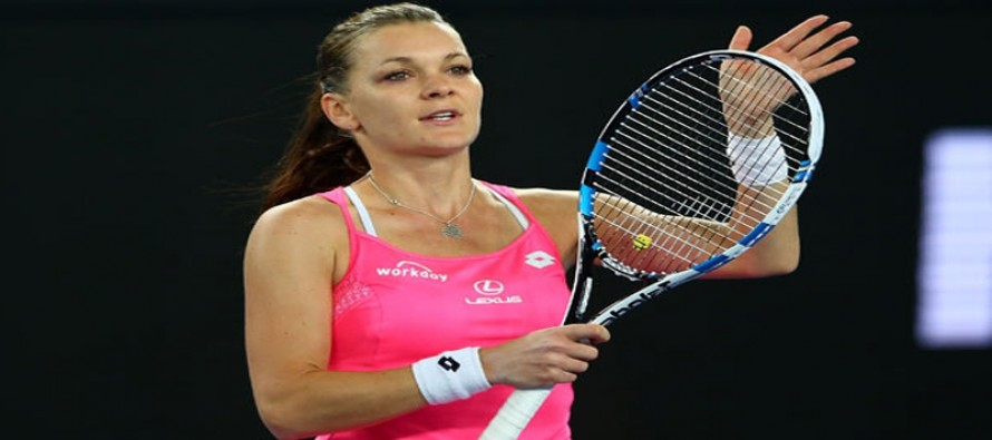Radwanska through to last four in Singapore