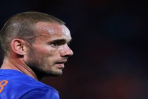 Injured Sneijder out of France clash