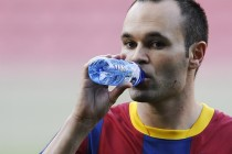 Barca's Iniesta nears return from injury ahead of Clasico